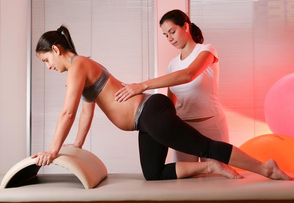Pode-se procurar especialistas e exercícios para aliviar ou prevenir a dor nas costas.