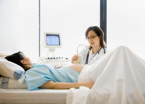 A maior parte dos problemas cardíacos fetais podem ser detectados precocemente, portanto realize o pré-natal e todos os exames solicitados.