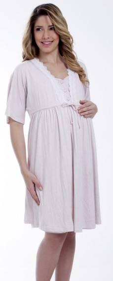 Penhoares são mais práticos para visitas e camisolas abertas na frente ajudam na hora de amamentar.