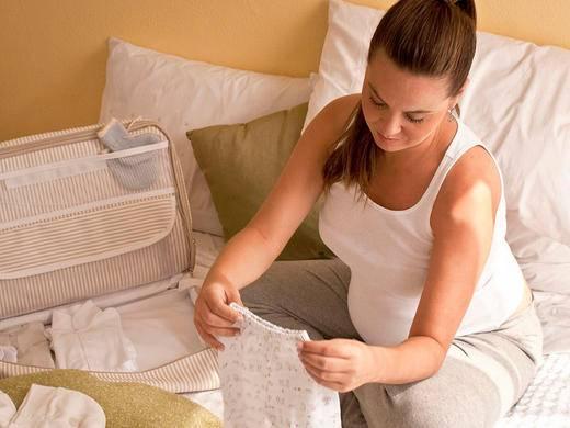 Para as roupas que você vai comprar independente do clima, apenas preste atenção na espessura dos tecidos.