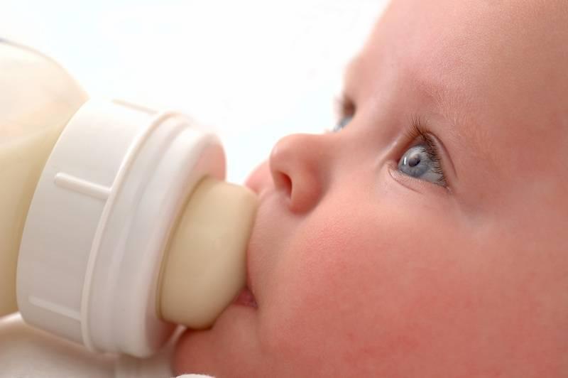 Bebê e a mamadeira